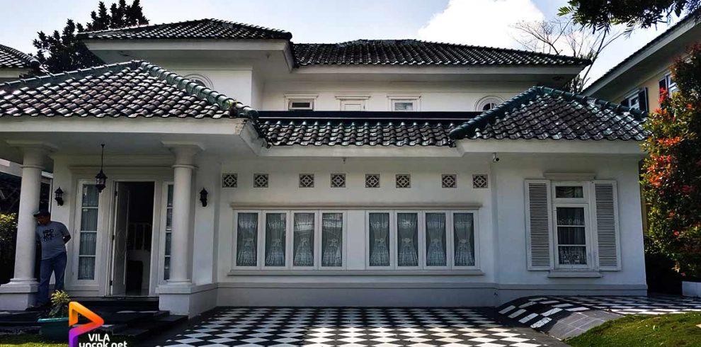 villa keluarga di puncak private pool