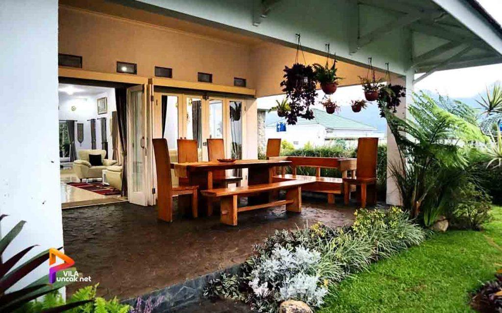 villa-di-cibodas-puncak-5-kamar-murah-kolam-renang-pribadi-29